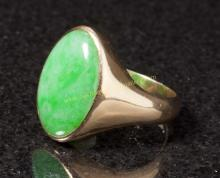 A Gold & Jadeite Ring, Early 20th Century