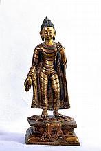 A LARGE TIBETAN/NEPALESE GILT BRONZE STATUE OF BUDDHA