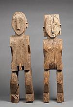 Paire de figures protectrices du village en bois dur de coul