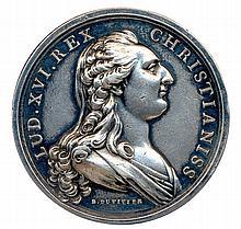 Louis XVI et Marie Antoinette  Les deux bustes en habits d'apparat  médaille en argent du graveur B. Duvivier.  Ø 41.43 mm (29.93 g).TNG 54,1  Très beau.  Ancienne collection Bertrand - de Boëry