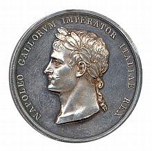 Napoléon 1er Couronnement de l'empereur à milan le 23 mai 1805 NAPOLEO GALLORVM IMPERATOR ITALIAE REx Sa tête laurée à gauche. R/. VLTRO. L'Italie debout tenant une corne d'abondance et posant la couronne de fer sur la tête de l'empereur debout vêtu