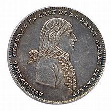 Bonaparte Victoires pendant la Campagne d'italie 1796 BUONAPARTE GENERAL EN CHEF DE LA BRAVE ARMEE D'ITALLIE. Buste de Bonaparte à droite. R/. VOILA SOLDATS VALEUREUx LE FRUIT DE VOS TRAVAUx. Minerve assise, appuyée sur un bouclier orné d'un