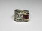 BAGUE Tank or jaune et platine sertie de diamants de taille ancienne et de rubis de taille baguette. Poids brut: 8,5 g TDD: 45