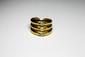 ZOLOTAS BAGUE en or jaune 22 carats formant trois godrons réhaussés par trois diamants de taille marquise. Poinçon de maitre. Poids brut:  g TDD: 49,5
