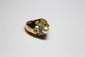 BAGUE dôme en or jaune ornée d'une perle dans un entourage de diamants de taille ancienne. Poids brut : 15,5 g TDD : 60