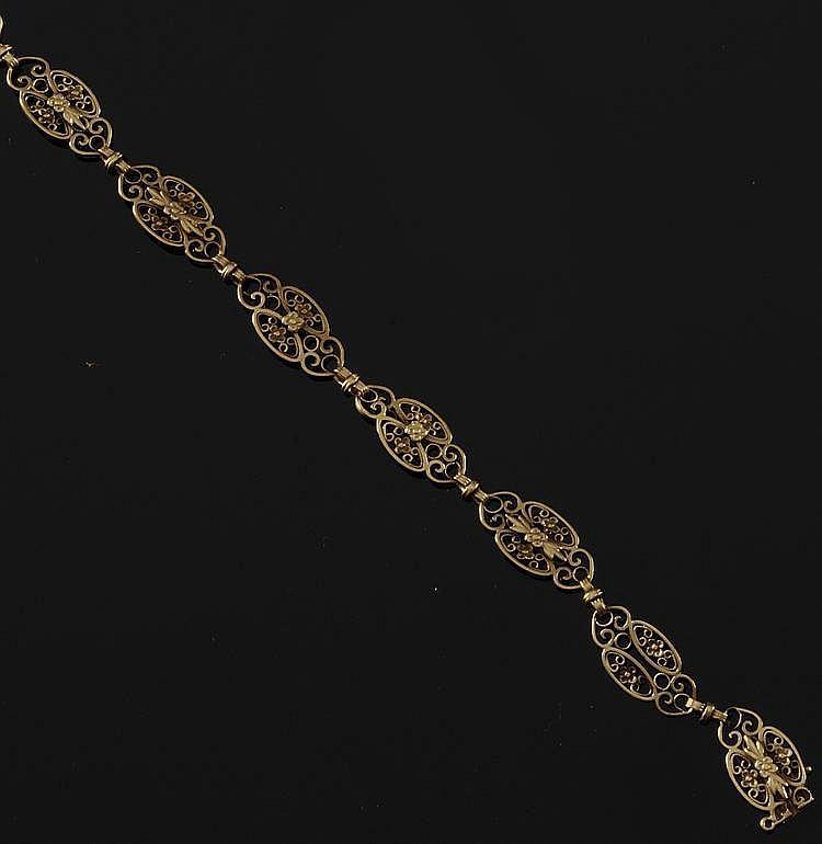 BRACELET en or jaune, la monture ciselée et ajourée. Poids brut : 16,1 g A YELLOW GOLD BRACELET