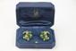 VAN CLEEF AND ARPELS PAIRE DE BOUCLES D'OREILLES en or jaune ciselé ornée de perles de chrysoprase. Poids brut : 19,1 g Signée et numérotée VCA