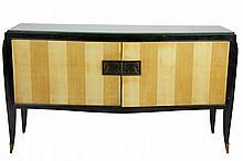 Travail Art déco Grande enfilade en bois laqué noir et placage de bois fruitier, ouvrant par deux portes, travail de marqueterie, pieds sabres terminés par des sabots en bronze (Accidents) Circa 1930 90 x 160 x 50 cm
