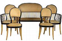 André GROULT (1884-1966) Attribué à Salon composé d'un canapé corbeille, d'une paire de chaises et d'une paire de fauteuils en bois clair et bois noirci,les dossiers ajourés de barreaux, reposant sur des pieds sabres Circa 1910 Chaises : 91,5 x 42,5