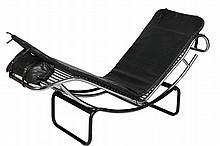 Edition Fiocchi Chaise longue en métal tubulaire chromé et noir, assise en simili noir Italie, édition Fiocchi. 48 x 41 x 155 cm