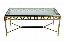 Travail Moderne Table basse en bronze et verre, ceinture ajourée à décor de croisillons, piétement fuselé réuni par une entretoise croisée (accident à deux angles du plateau) 52 x 120 x 63,5 cm