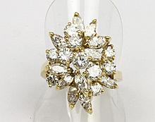 BAGUE en or jaune la monture stylisée et ornée  d'une succession de dix diamants de taille brillant et de onze diamants de taille navette. Poids brut : 8,3 g TDD : 53