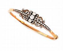 BRACELET ancien en or jaune orné de diamants de taille rose et de taille ancienne. Poids brut : 15,8gr  A yellow gold and diamond bracelet.