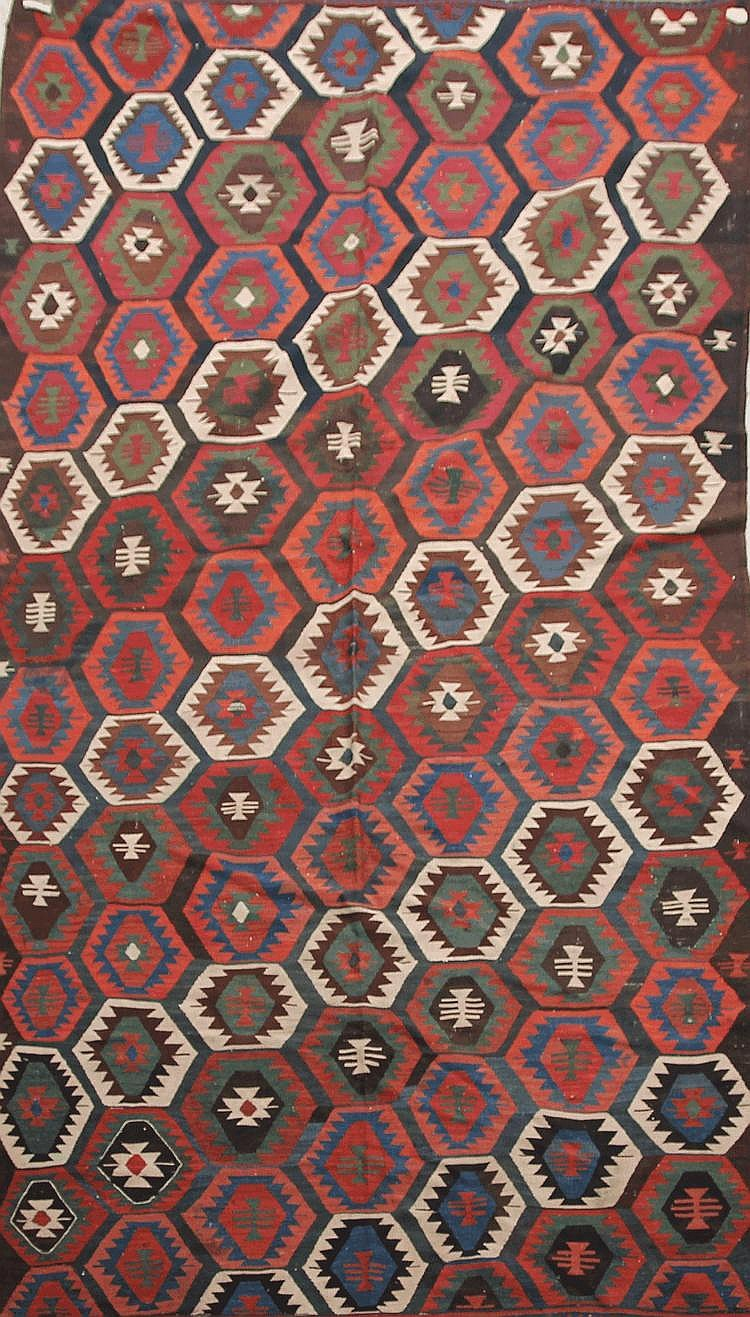 Important KILIM-SHASAVAN (Iran) à sabliers stylisés sur semis de caissons Vers 1940/50 284 x 164 cm (belle polychromie, beau graphisme)