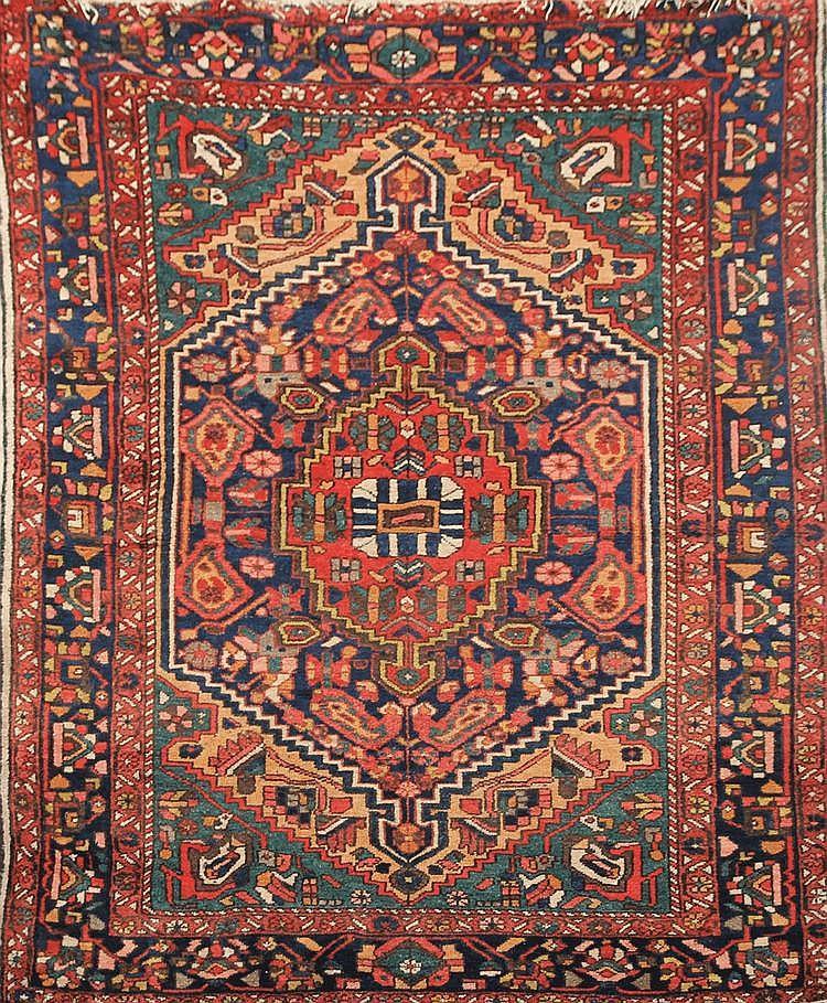BAKTIAR (Iran) à décor floral multicolore Vers 1960 204 x 154 cm