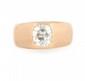 BAGUE JONC en or jaune retenant un diamant de taille ancienne de taille coussin environ 1 carat. Poids brut : 14,1 g TDD : 54 - 55  A diamond and yellow gold ring