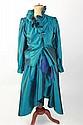 YVES SAINT LAURENT Tenue du soir en soie sauvage bleu canard et bleu roi, composé d'une jupe et d'un haut à manches longues. Taille 38