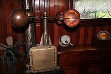 L'anémomètre pèse 27 kg : Ht 56cm