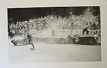 Lot de 3 photographies d'automobiles en course au grand prix de Monaco, 51 x 36 cm, encadrées.