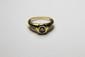 BAGUE en or jaune ornée d'un diamant serti clos, la monture épaulée de trois diamants brillantés. Poids brut : 4,1 g TDD : 54