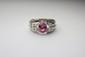 BAGUE en or gris ornée d'un saphir rose de taille ovale de 2 carats, la monture stylisée et ajourée, ornée de diamants de taille navette et de diamants calibrés. Poids brut : 8,2 g TDD : 54
