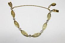 BRACELET en or jaune finement ciselé ponctué de diamants de taille brillant en serti clos Poids brut : 12,6 g