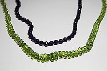 LOT deux colliers en perles d'améthyste et de péridot taillé en briolette Poids brut : 41,2 g
