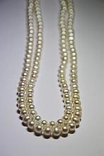 SAUTOIR de perles de culture blanches. Longueur: 58 cm Poids brut: 82,6 g