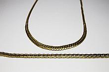 PARURE en or jaune composée d'un collier et d'un bracelet en or jaune, maille gourmette. Poids brut : 26,1 g