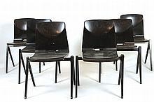 PAGHOLZ FLÖTOTTO Suite de six chaises empilables.    Les coques en Pagwood (Topalit)