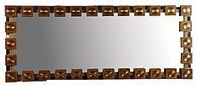 GLAS & TRÄ SWEDEN Miroir d'entre-deux orné, sur son pourtour, de cabochons carrés en teck au décor de pastilles métalliques.    Années 1960.
