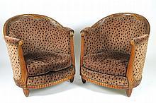 GASTON HEINRICH (attribué à)  Paire d'importantes bergères, de forme corbeille, en hêtre nervuré, sculpté et teinté acajou.
