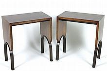 TRAVAIL MODERNE D'APRÈS EUGÈNE PRINTZ (1889-1948)  Paire d'élégants bouts de canapé en placage de palissandre.