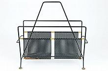 MATHIEU MATÉGOT (1910-1981)  Porte-revues en tiges métalliques et métal perforé, laqués noir.
