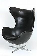 ARNE JACOBSEN (1902-1971)  Egg chair, modèle créé en 1957.