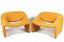 PIERRE PAULIN (1927-2009)  DESIGNER & ARTIFORT ÉDITEUR F598 dit aussi Groovy, modèle créé en 1972 Paire de  fauteuils, chacun composé de deux éléments réunis par un rail d'aluminium formant pied.
