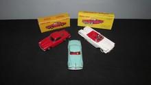 DINKY TOYS : Lot comprenant un cabriolet Ford Thunderbird avec conducteur réf 555; une Alfa Romeo 1900 Super Sprint, avec glaces réf 24J et une Borgward Isabella réf 549
