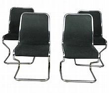 Suite de quatre chaises de bureau garnies de tissu noir (usures, tâches), structure en acier tubulaire Circa 1970 89 x 50 x 50 cm
