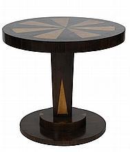 Travail de style Art Déco Petit guéridon à décor de marqueterie, plateau circulaire H : 49,5 cm - Diam.: 55,5 cm