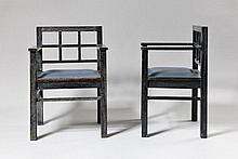 Attribué à Francis JOURDAIN (1876-1958) Intéressante paire de fauteuils modernistes en chêne noirci et cérusé. Les dossiers quadrangulaires reçoivent un quadrillage en retrait. Les pieds, de section carrée, se prolongent à l'arrière en montants de