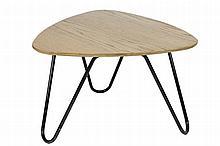 Jacques HITIER (1917-1999) Table basse, plateau en chêne, piétement tubulaire en métal laqué noir Circa 1960 44 x 70 cm
