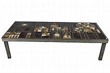 Roger CAPRON (1922-2006) « Le Village » Table basse Signée dans un carreau cartouche Circa 1960 30 x 117 x 49 cm