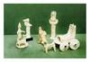 Vallée de l'Euphrate et Mésopotamie en partie 2ème millénaire. SUITE DE SIX FIGURINES, un CHAR et un BOUQUETIN. Terre cuite. Cassées, collées, restaurées. a) Un personnage avec chien. H. 11,5 cm b) Un personnage tenant une tablette. H. 11 cm c) Un