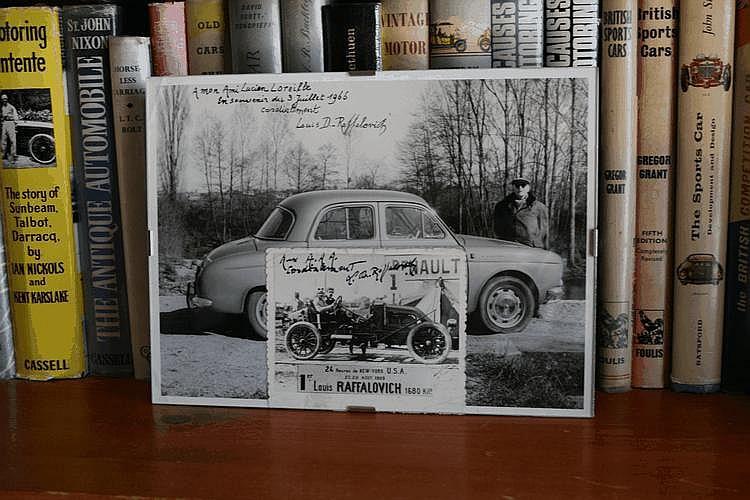 Cadre comprenant deux photographies de Louis Raffalovich (18   / 1967) dédicacées à Lucien Loreille. Il était le vainqueur des 24 heures de New York 1909 (une des premières courses sur cette durée), (petit dossier au dos du cadre).