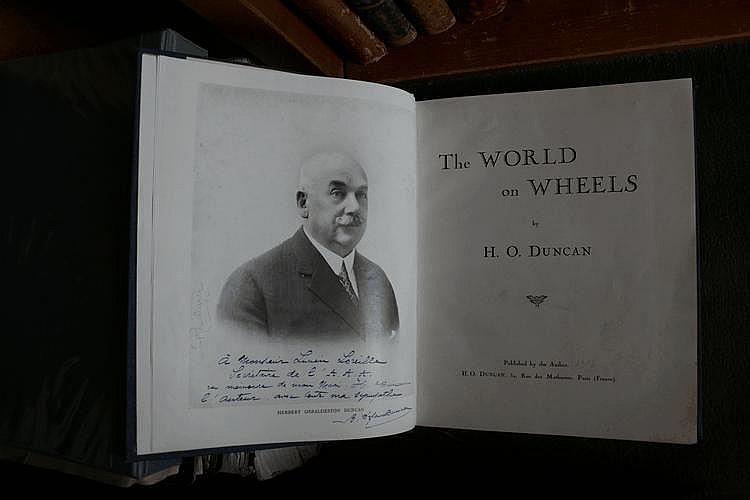 The World on the Wheels par H.O Duncan, publié par l'auteur, avec dédicace de l'épouse de l'auteur à Lucien Loreille.C26