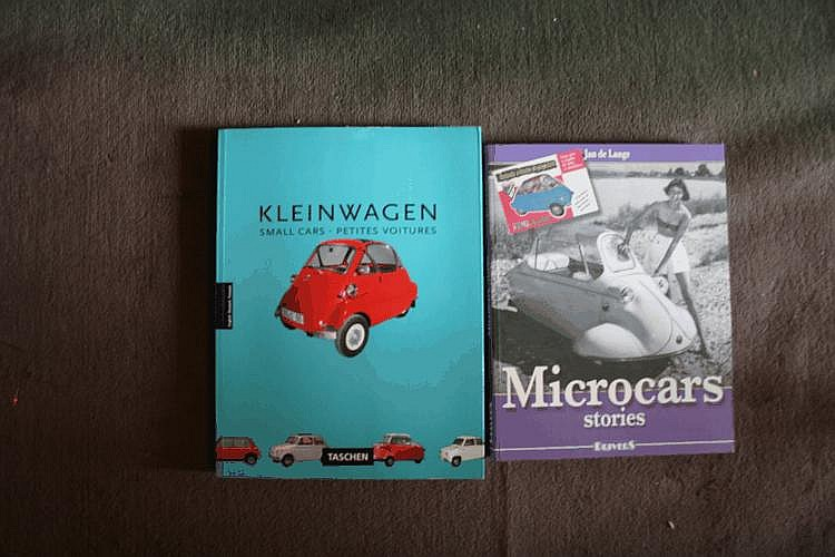 Microcar, lot comprenant Kleinwagen par un collectif, Taschen, 1994 et Microcars stories par Jan de Lange, éd. Drivers, 2005.