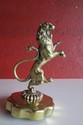 Lion, bronze non signé, hauteur : 180 mm.