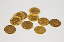 LOT DE PIECES en or jaune, composé de dix pièces en or jaune : 2 victoria de bretagne 1900 et 1880, 1 Edouard VII de 1903, et 7 George V de 1911 à 1927. Poids brut : 79,8 g