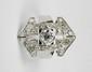 BAGUE en or gris et platine retenant en son centre un diamant de taille ancienne d'environ 1 carat, la monture stylisant un motif géométrique serti de diamants brillantés. Poids brut : 9,8 g TDD : 53