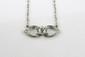 PENDENTIF et sa chaine en or gris et platine orné en son centre d'un diamant de taille brillant dans un entourage ajourée de diamants de taille rose. Poids brut : 2,8 g